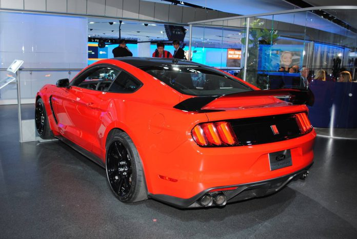 Ford Shelby Mustang GT350 (5)
