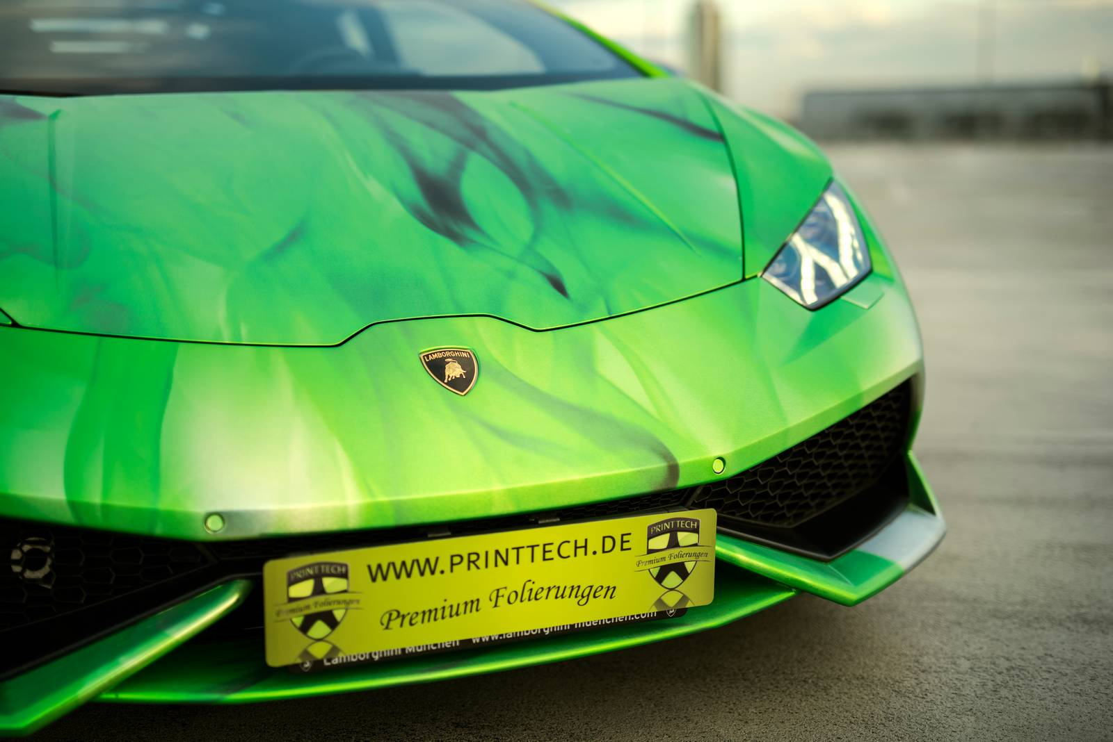 lamborghini huracan wrapped in tricolor flames by print tech gtspirit. Black Bedroom Furniture Sets. Home Design Ideas