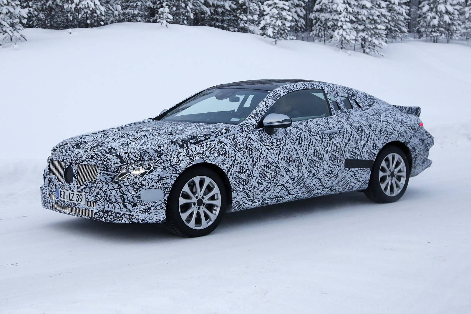 2018 Mercedes-Benz E-Class Coupe and Estate Spy Shots