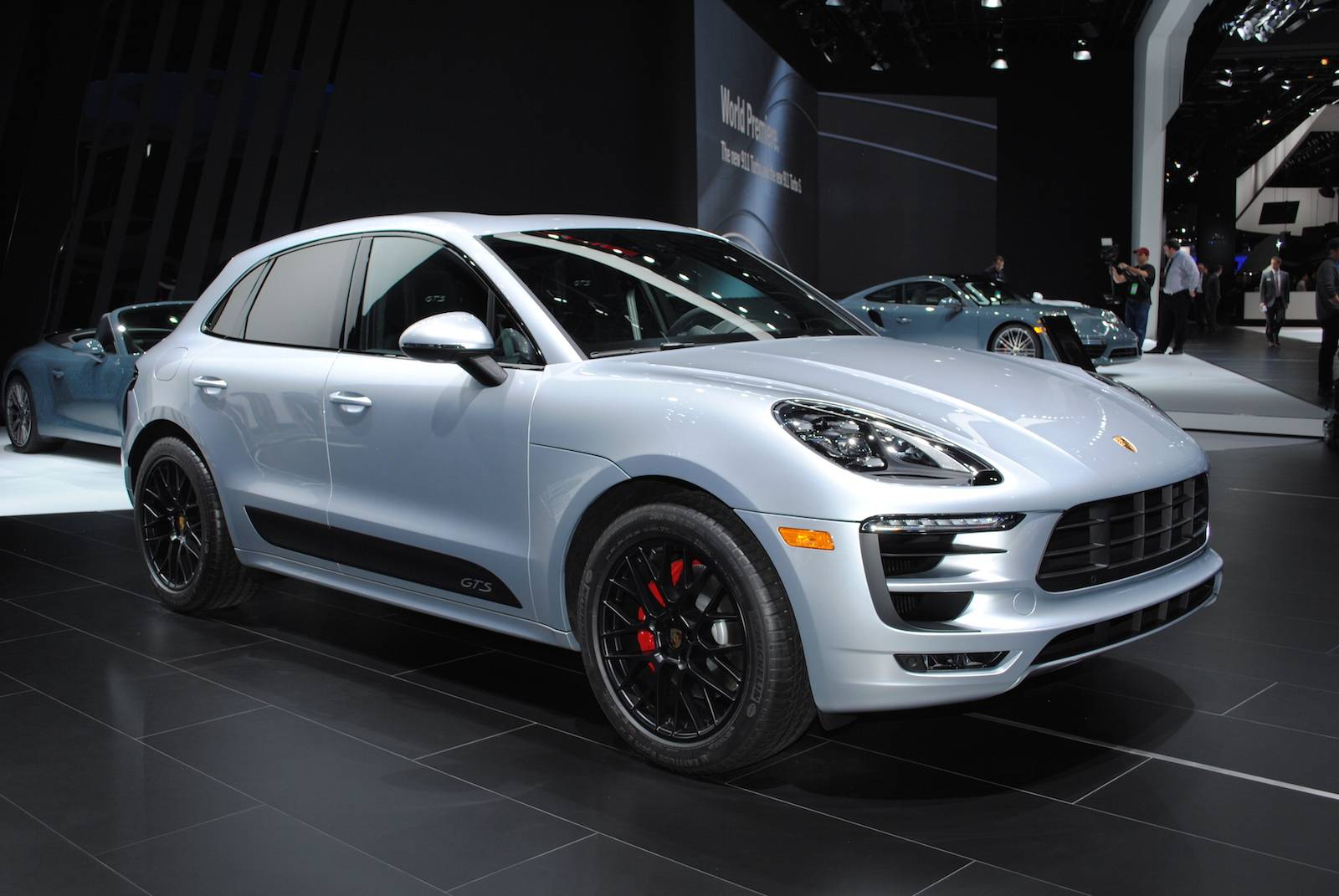 detroit 2016 porsche macan gts gtspirit. Black Bedroom Furniture Sets. Home Design Ideas