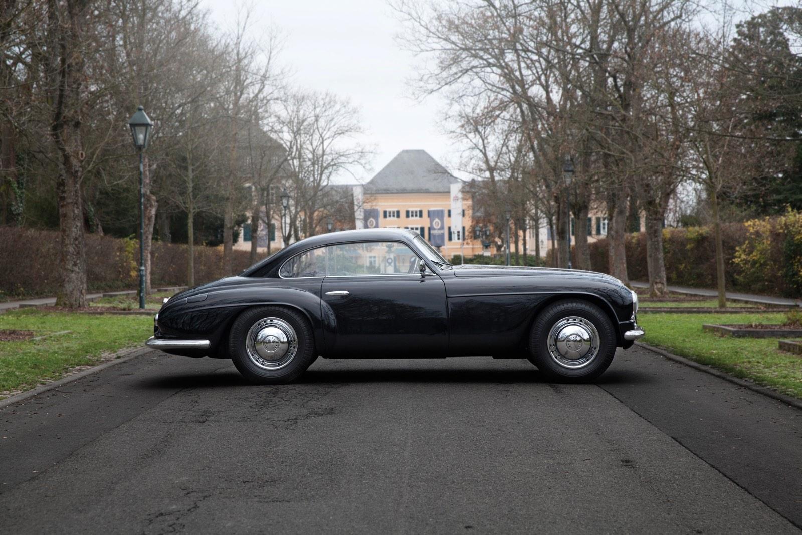 Alfa Romeo 6C 2500 SS Villa d'Este Coupé by Touring Profile