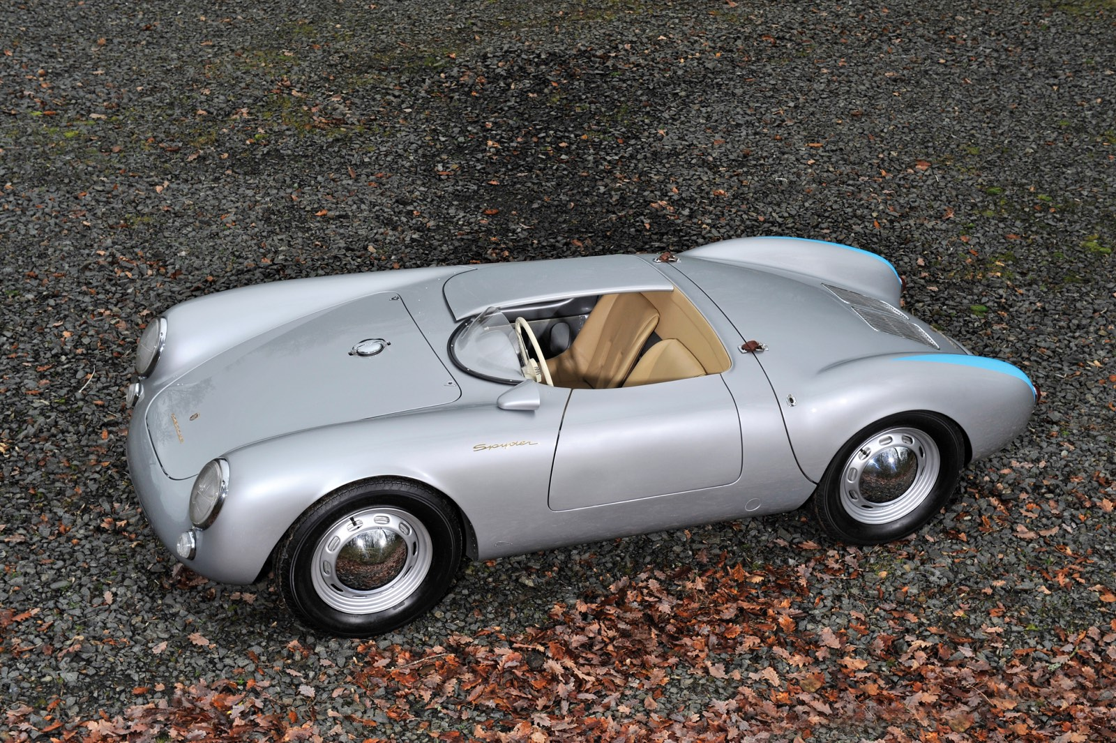 Porsche 550 Spyder with Cover