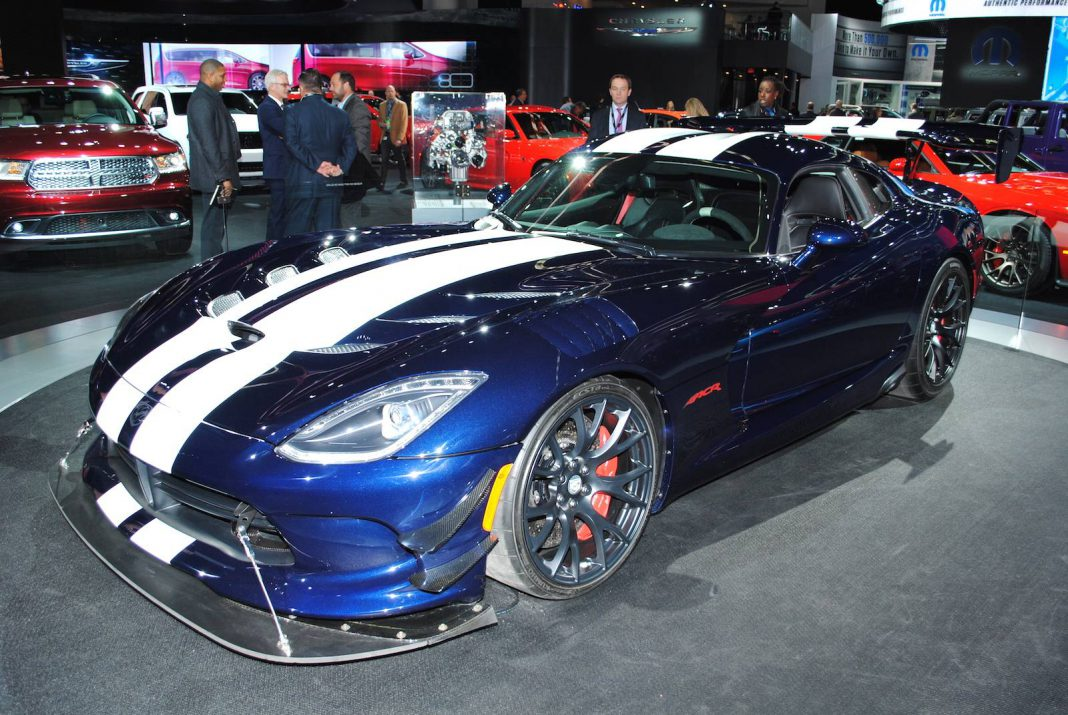 detroit 2016 dodge viper acr with extreme aero package gtspirit. Black Bedroom Furniture Sets. Home Design Ideas