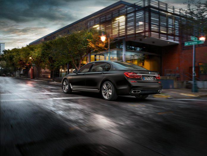 2017 BMW M760Li xDrive V12 (1)