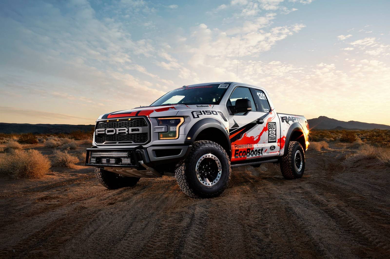 Photo of the Day: 2017 Ford F-150 Raptor Stuns in the Desert! - GTspirit