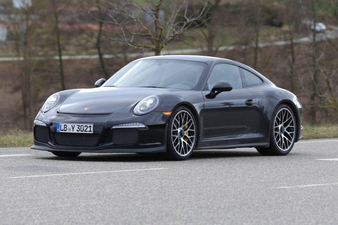 Porsche 911 R testing in a GT3 body