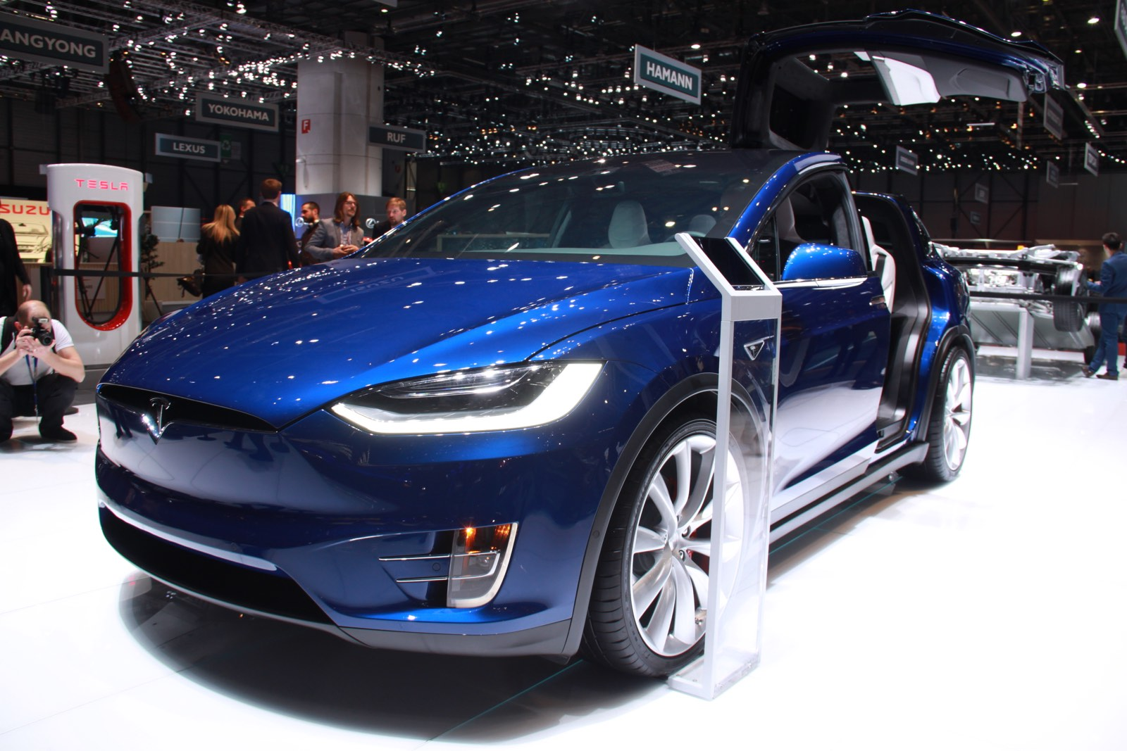 geneva 2016 tesla model x gtspirit. Black Bedroom Furniture Sets. Home Design Ideas