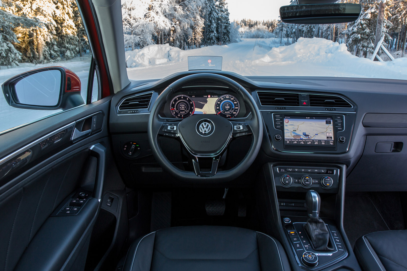 2017 volkswagen tiguan review gtspirit for Interieur tiguan 2017