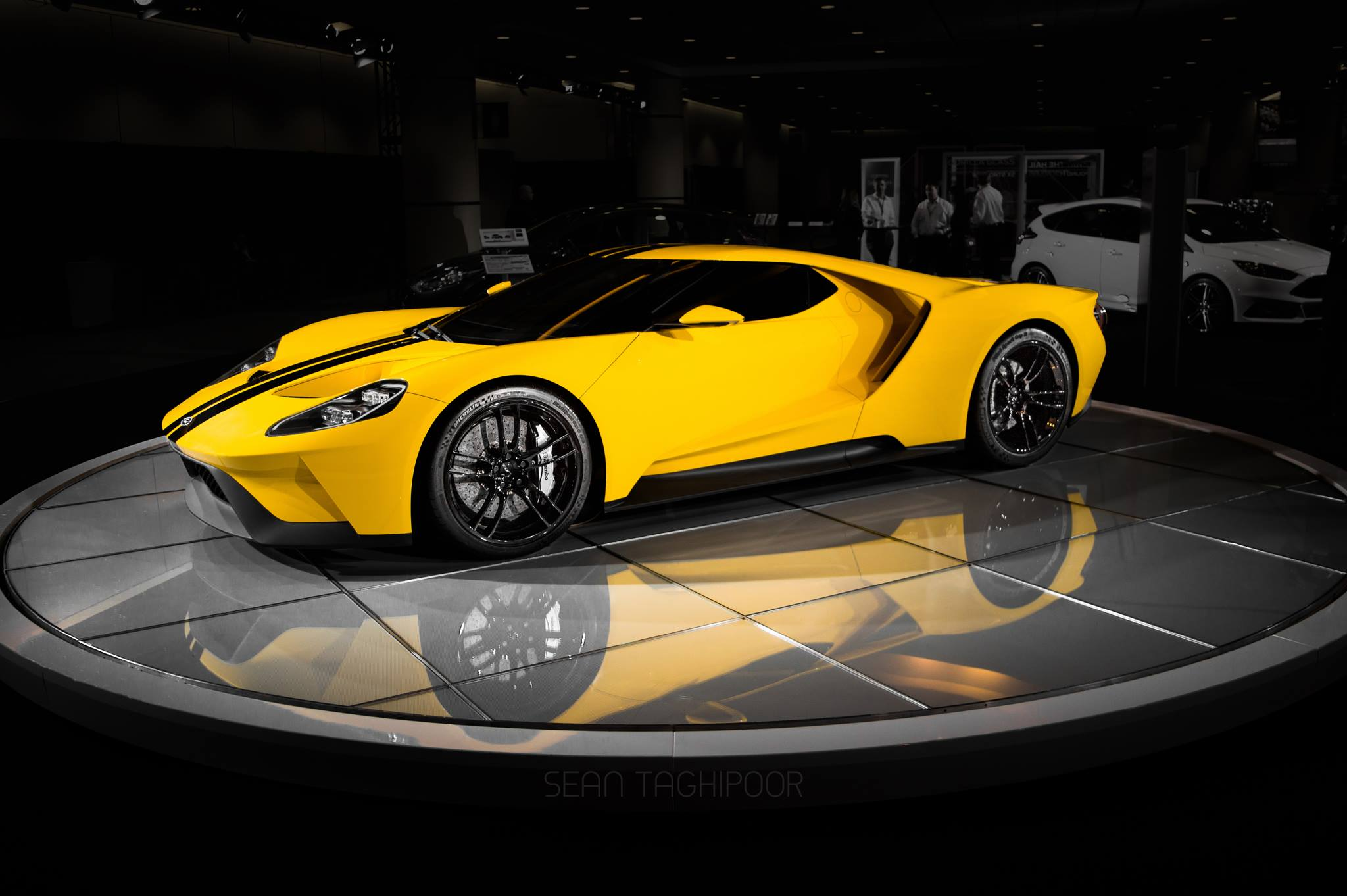 photo of the day first yellow 2017 ford gt gtspirit. Black Bedroom Furniture Sets. Home Design Ideas