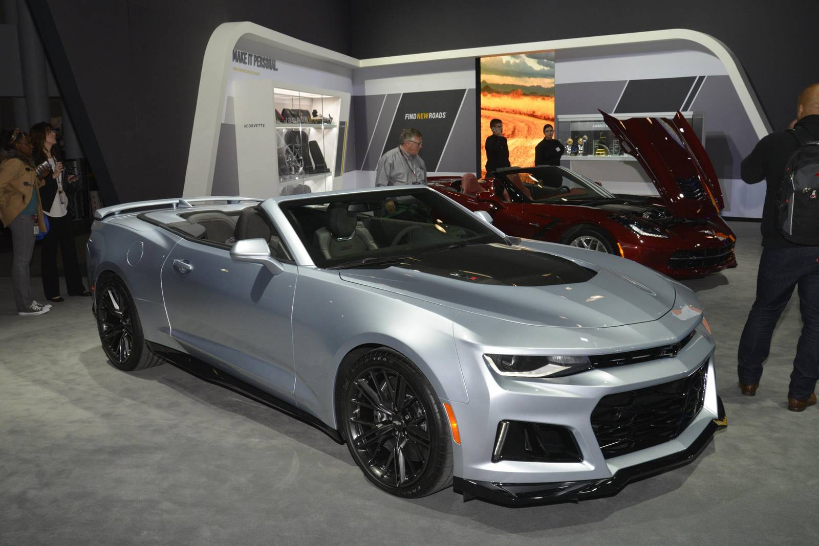 New York 2016: Chevrolet Camaro ZL1 Coupe and Convertible ...