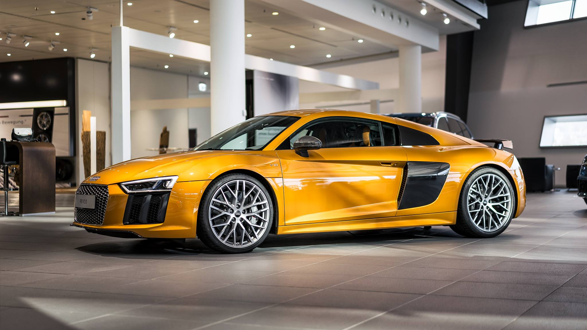 Orange Perleffekt Audi R8 V10 Plus by Audi Exclusive - GTspirit