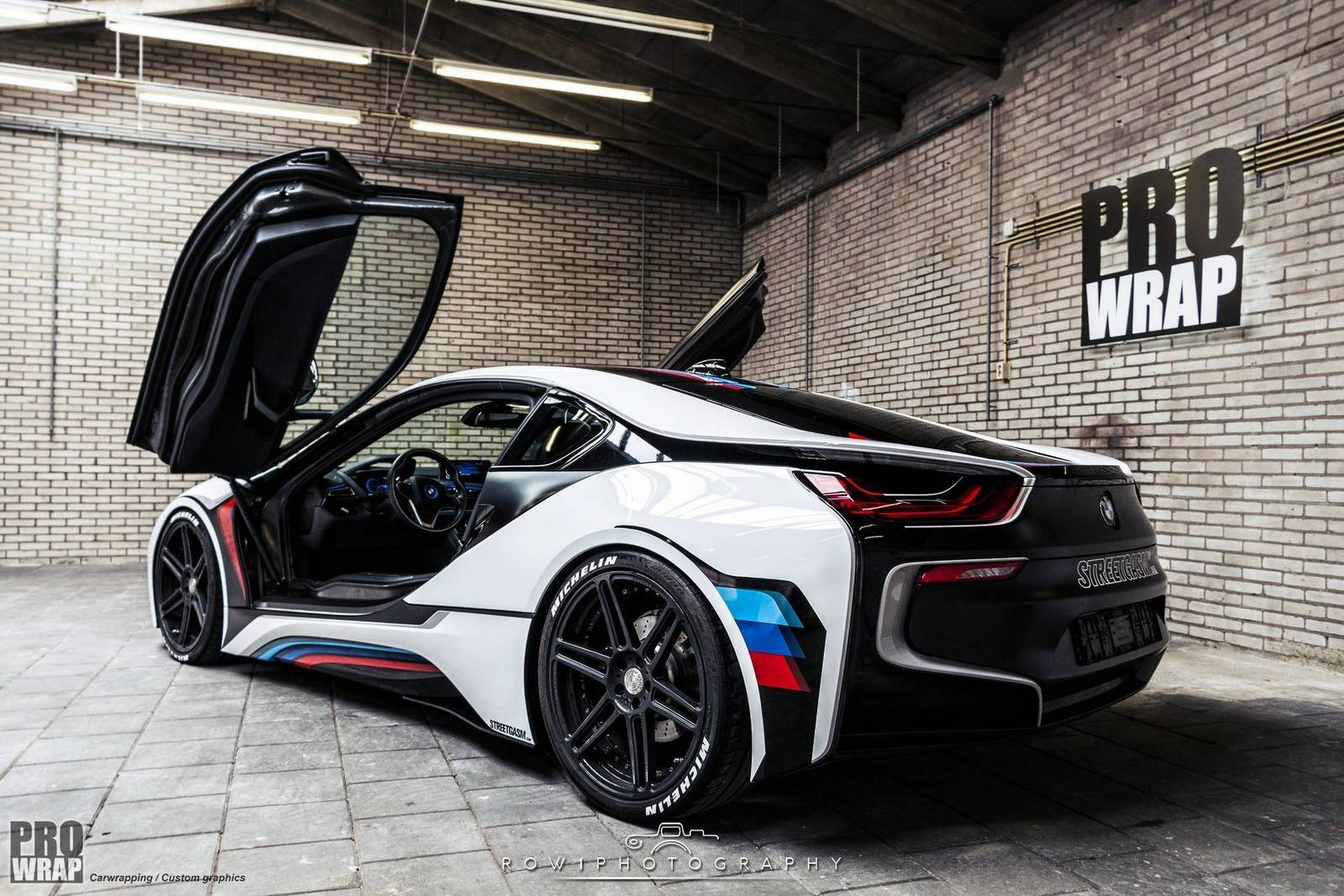 custom wrapped bmw i8 by prowrap in the netherlands gtspirit. Black Bedroom Furniture Sets. Home Design Ideas