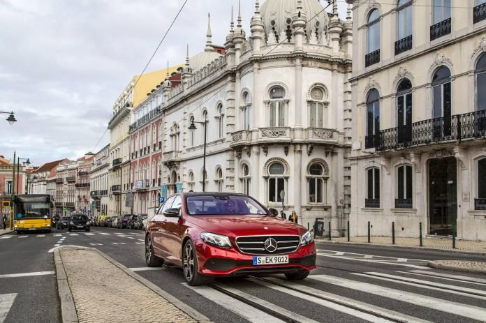 Hyacinth-đỏ-Mercedes-Benz-E300