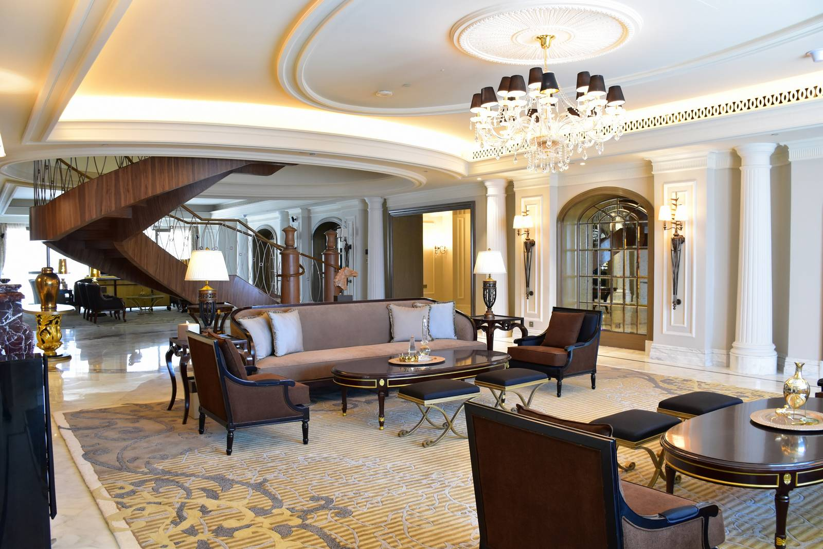World 39 s luxury suites imperial suite st regis dubai for Biggest hotel in dubai