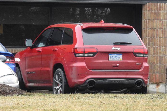 2018 Jeep Grand Cherokee Trackhawk Spy Shots