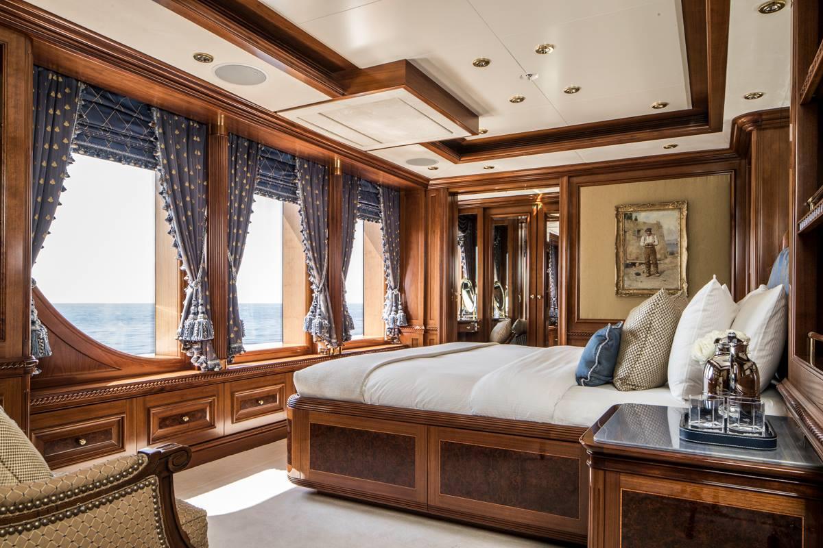 Superyacht sunday magnificent 73m titania superyacht by for Bateau de luxe interieur