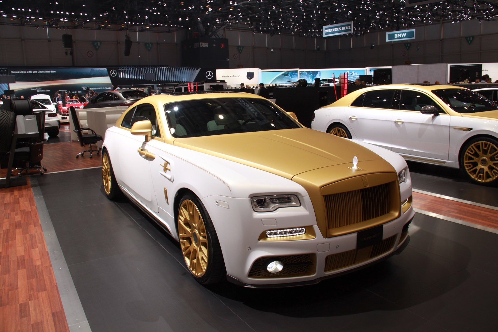 geneva 2016 mansory rolls royce wraith palm edition 999 gtspirit. Black Bedroom Furniture Sets. Home Design Ideas