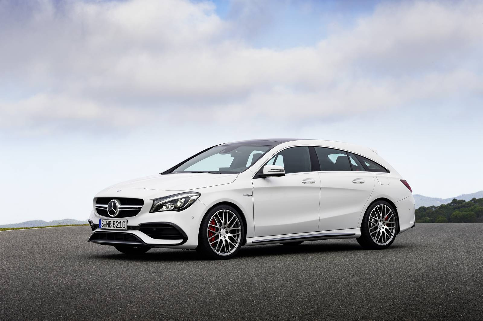 Official 2017 mercedes benz cla and cla shooting brake for Mercedes benze cla