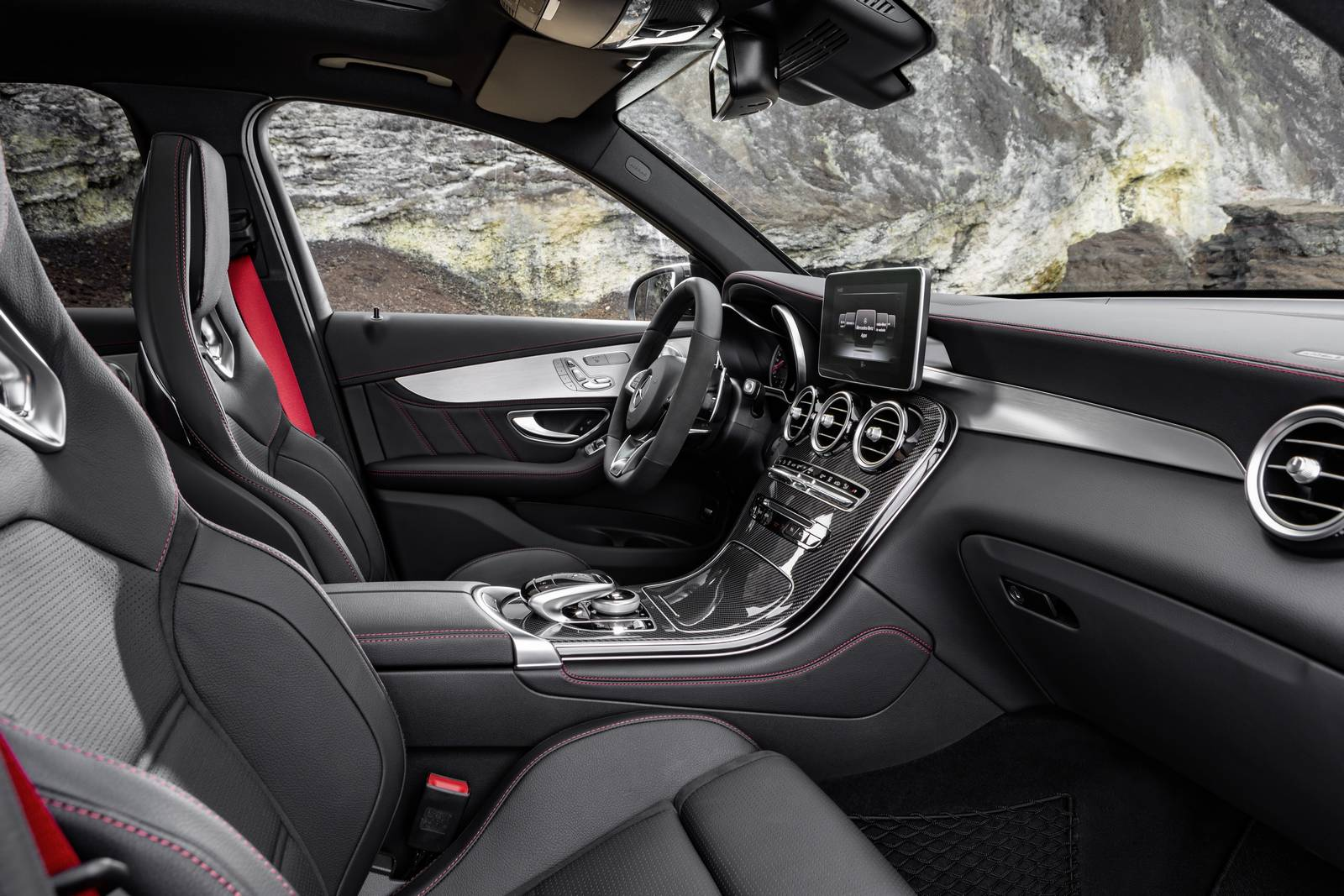 Official 2017 mercedes amg glc 43 gtspirit for Artico interieur