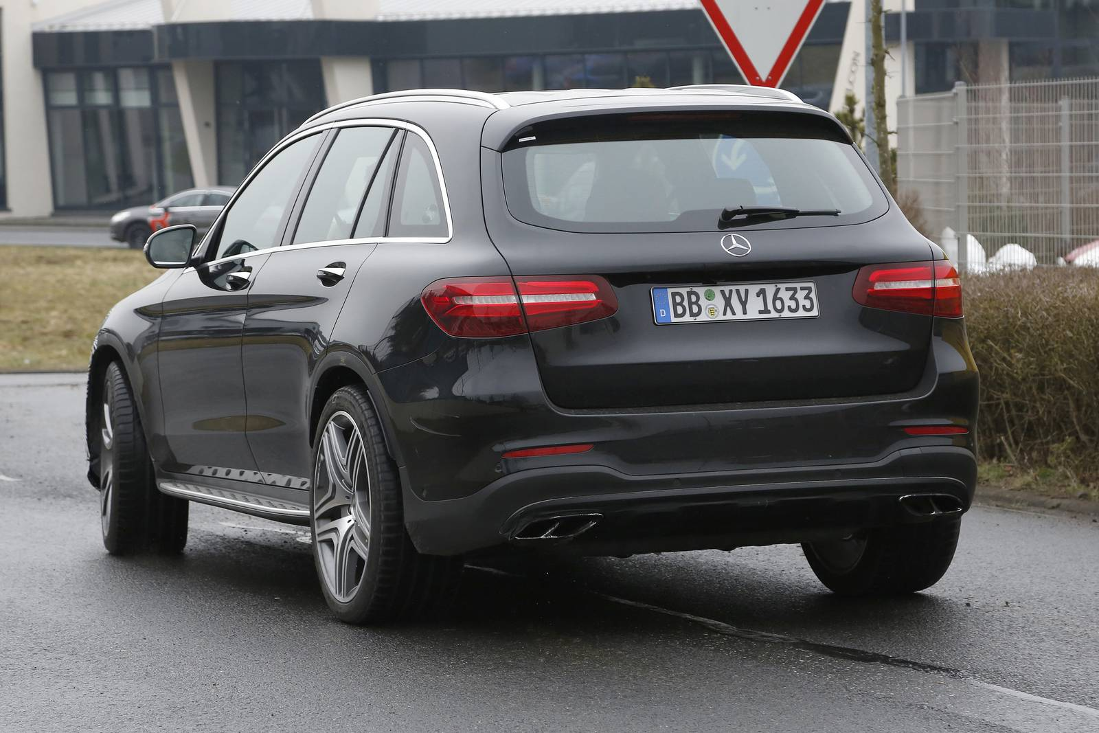 2017 mercedes amg glc 63 first spy shots gtspirit. Black Bedroom Furniture Sets. Home Design Ideas
