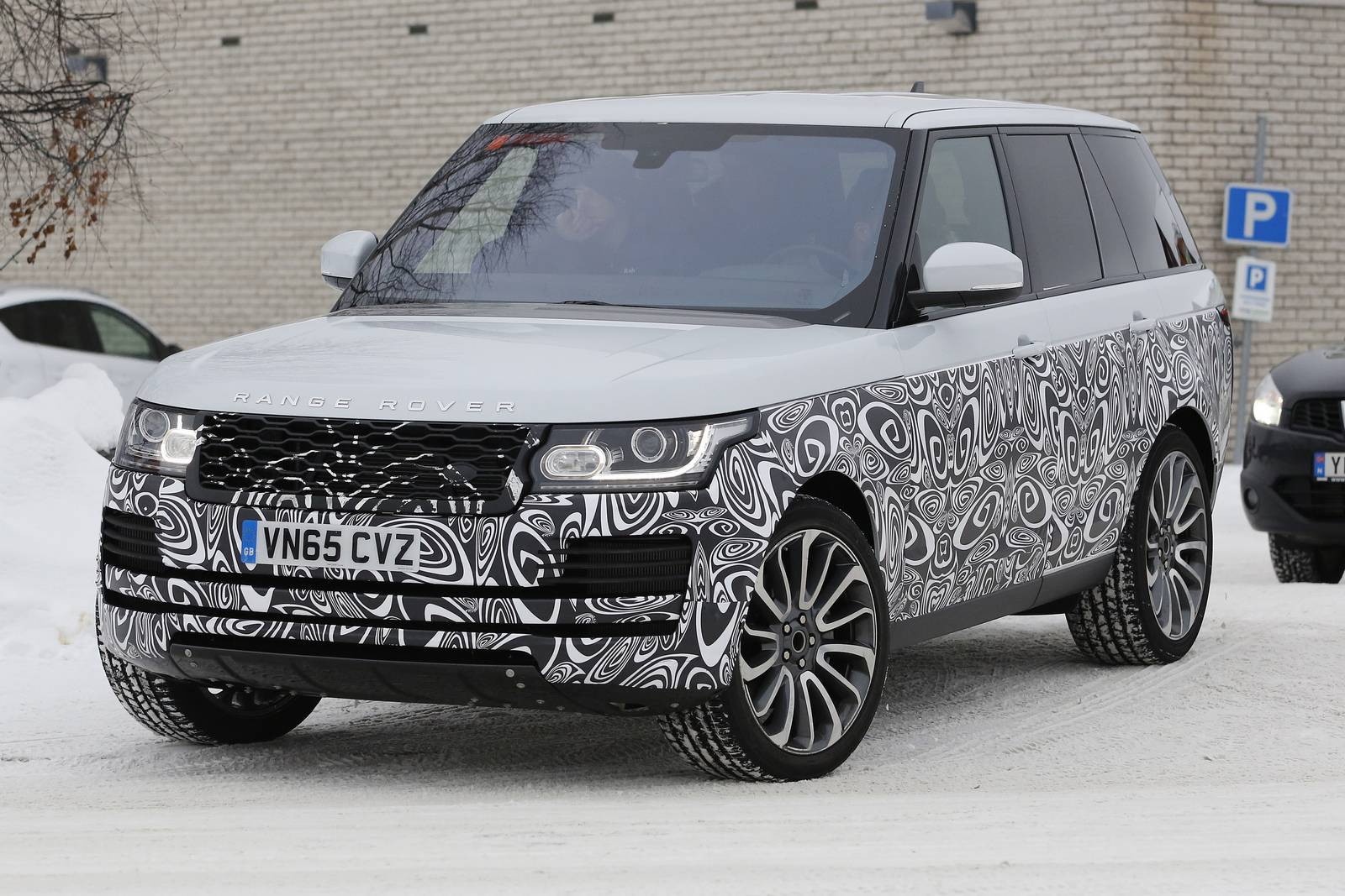 2017 range rover facelift spy shots gtspirit. Black Bedroom Furniture Sets. Home Design Ideas