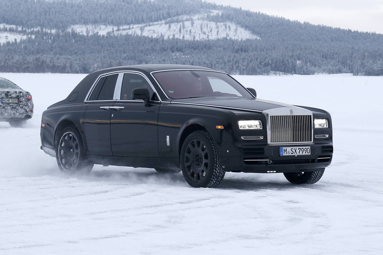 rolls royce cullinan suv mule spy shots gtspirit. Black Bedroom Furniture Sets. Home Design Ideas