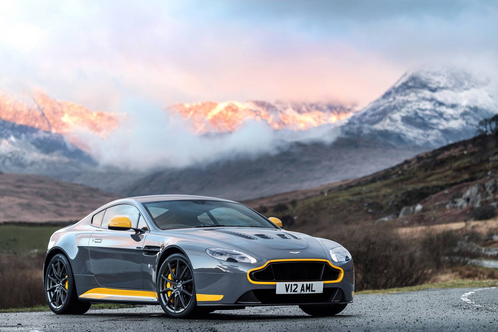 Official: 2017 Aston Martin V12 Vantage S Manual