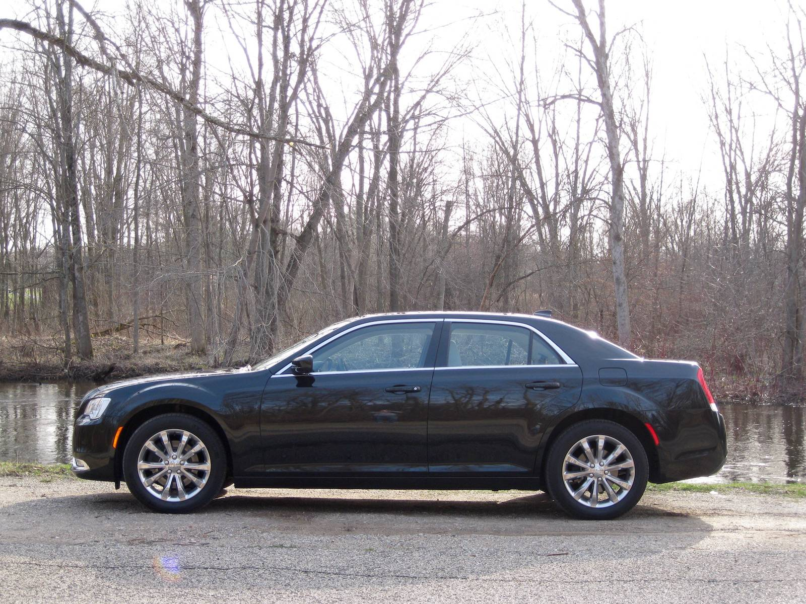 chrysler 300 limited awd review gtspirit. Black Bedroom Furniture Sets. Home Design Ideas