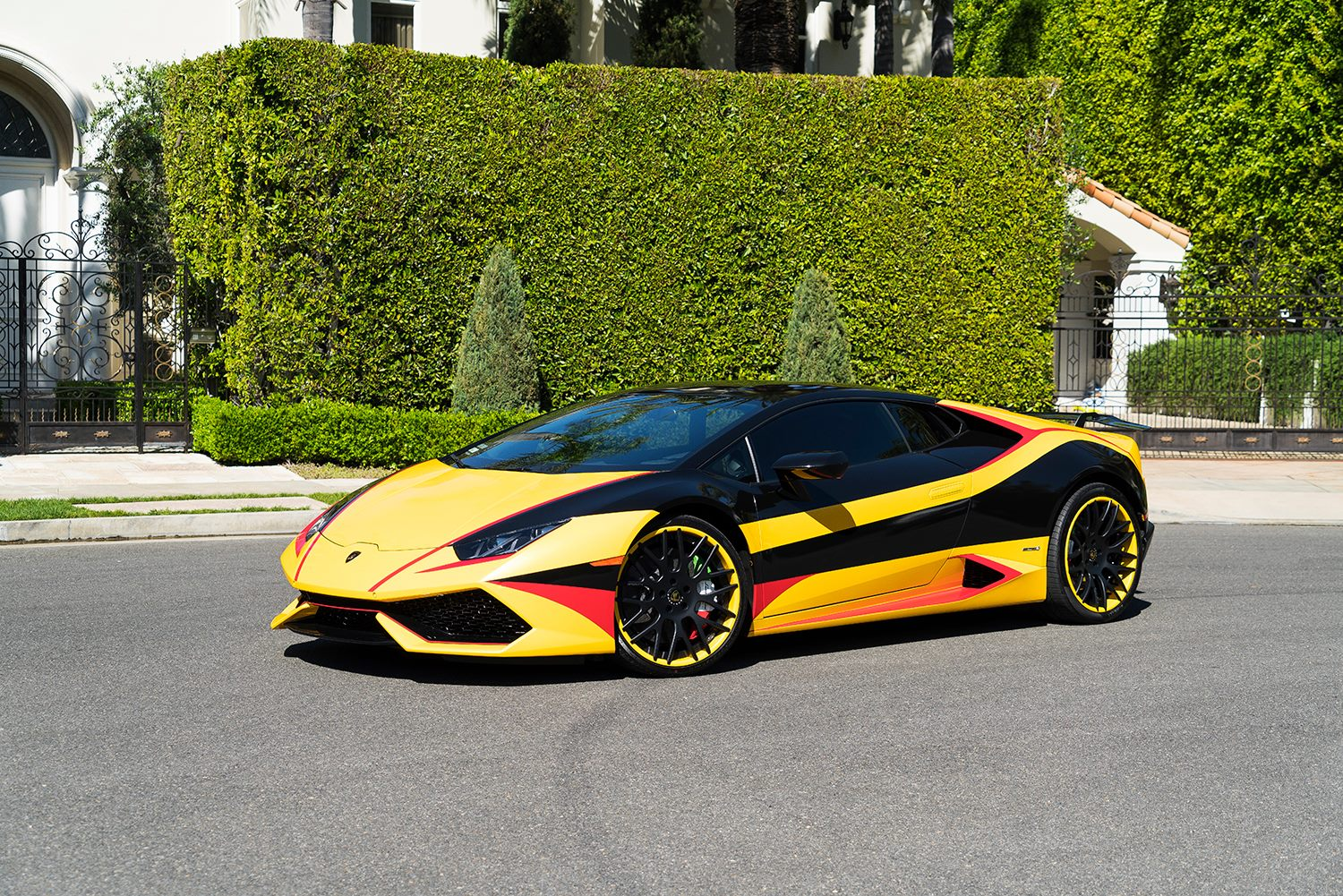 Wildly Wrapped Lamborghini Huracan With Forgiato Wheels