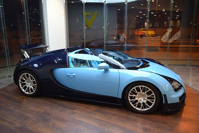 1 of 3 bugatti veyron jean pierre wimille edition for sale in saudi arabia gtspirit. Black Bedroom Furniture Sets. Home Design Ideas