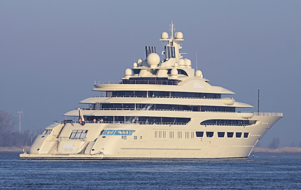 Lurssen delivers 600 million superyacht dilbar to alisher for Lurssen yacht genova