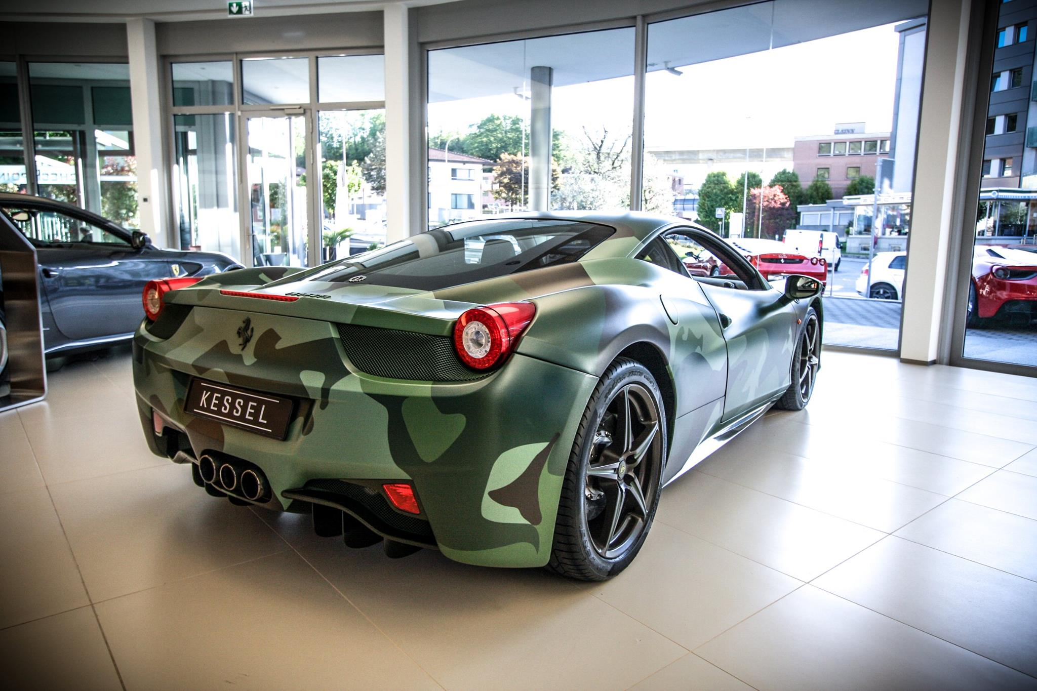 camo ferrari 458 italia sells for 1 1 million at aids auction gtspirit. Black Bedroom Furniture Sets. Home Design Ideas