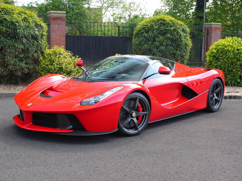 ferrari laferrari with only 73 miles for sale in the uk gtspirit. Black Bedroom Furniture Sets. Home Design Ideas
