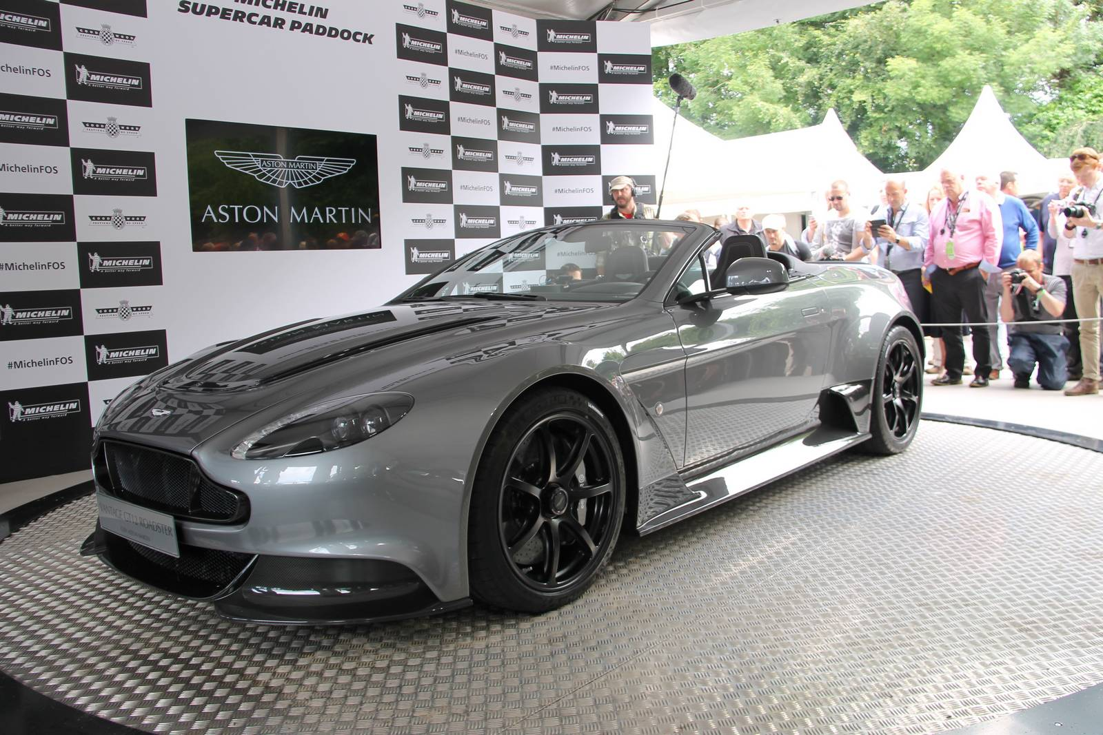 goodwood 2016 1 of 1 aston martin vantage gt12 roadster gtspirit. Black Bedroom Furniture Sets. Home Design Ideas