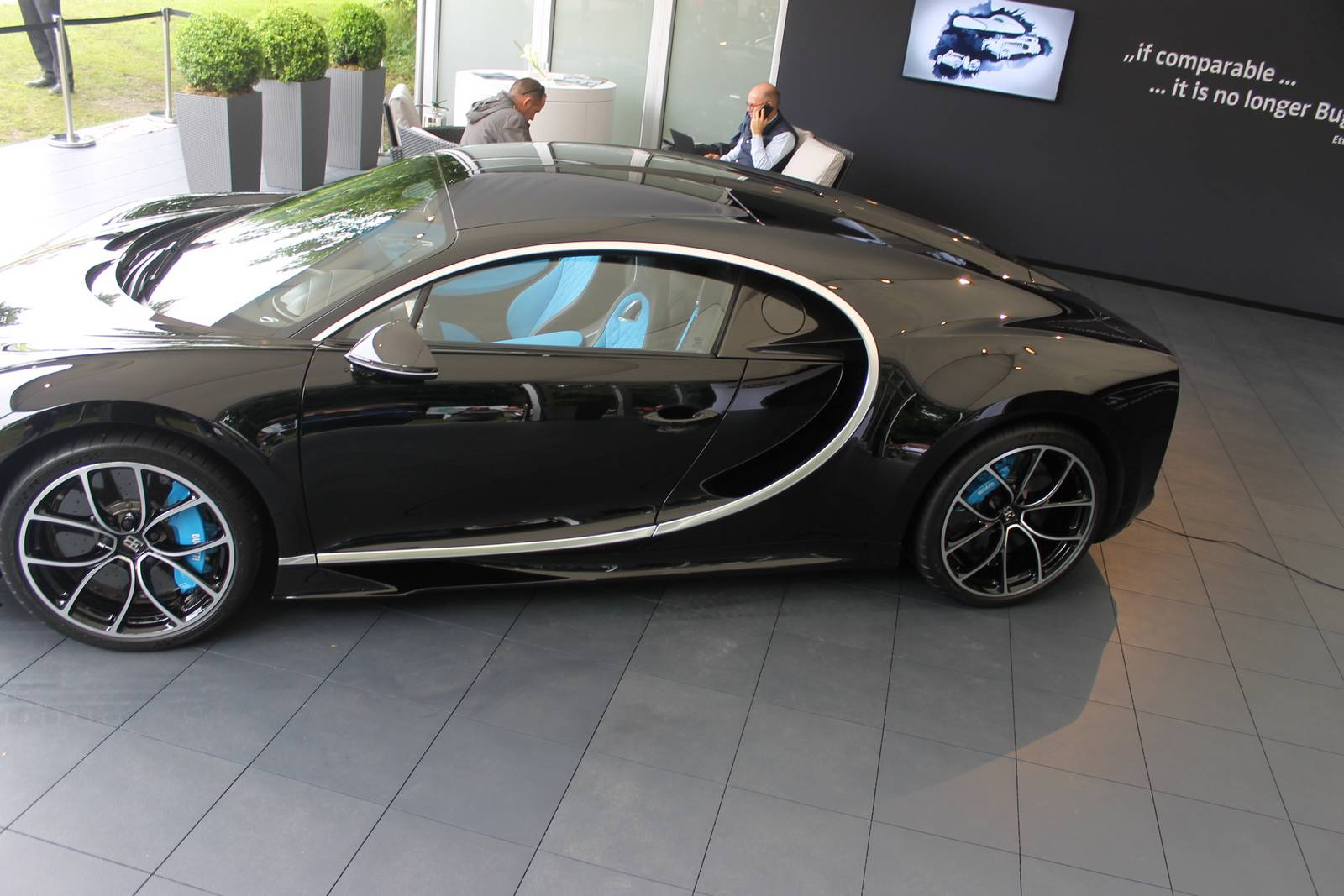 bugatti chiron black edition - photo #21