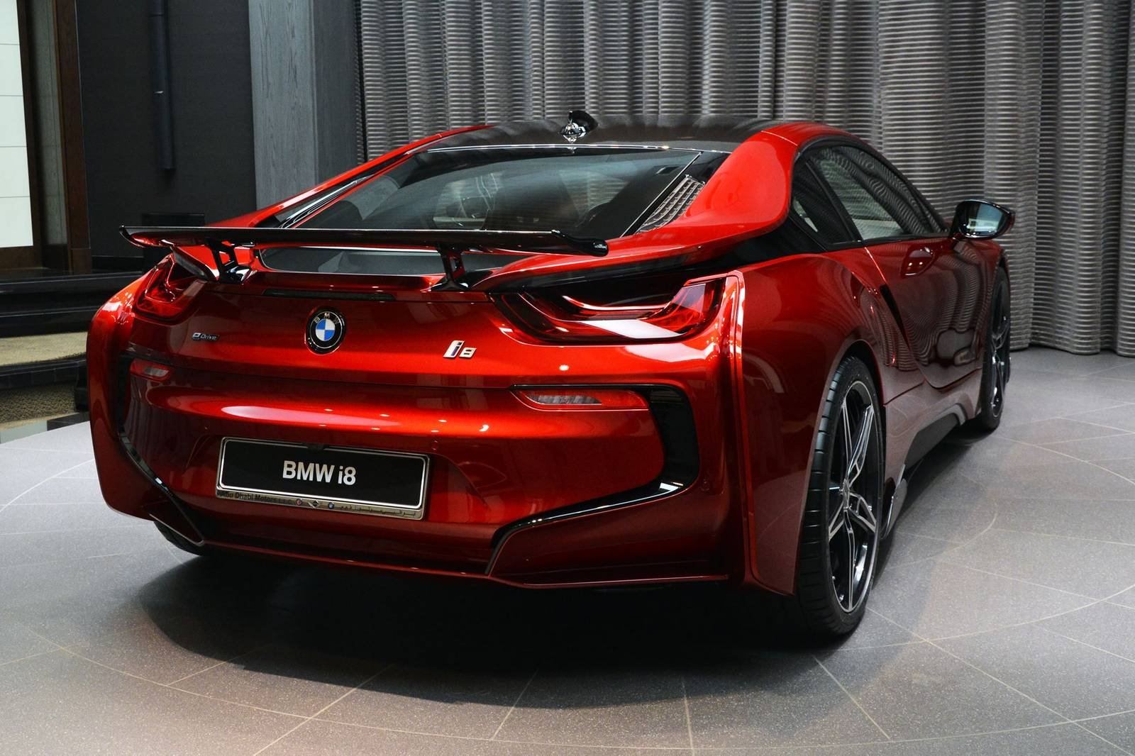 1 of 1 lava red bmw i8 built for princess al hawi in abu dhabi gtspirit. Black Bedroom Furniture Sets. Home Design Ideas