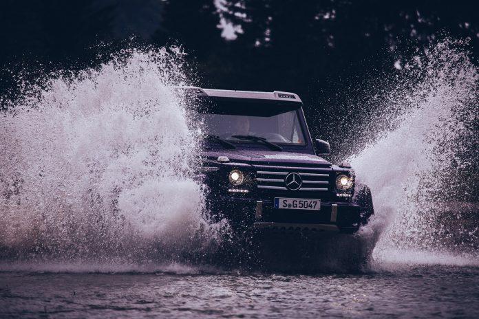 Mercedes-Benz G500 4x4² big splash