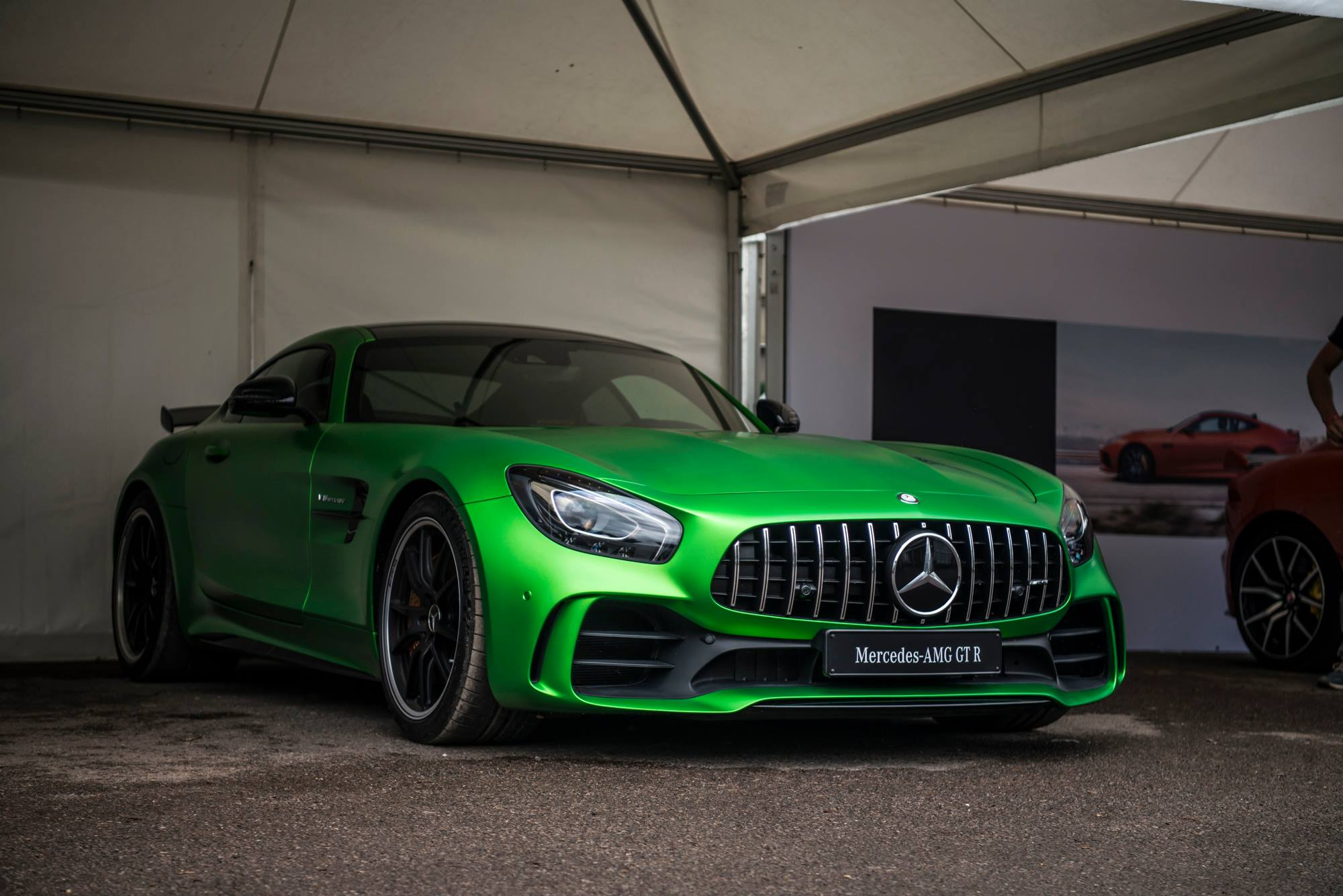 mercedes amg gt r makes dynamic debut at goodwood 2016 gtspirit. Black Bedroom Furniture Sets. Home Design Ideas