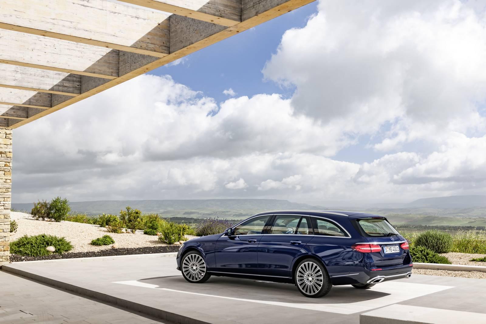 Official 2017 mercedes benz e class estate gtspirit for Mercedes benz a class usa