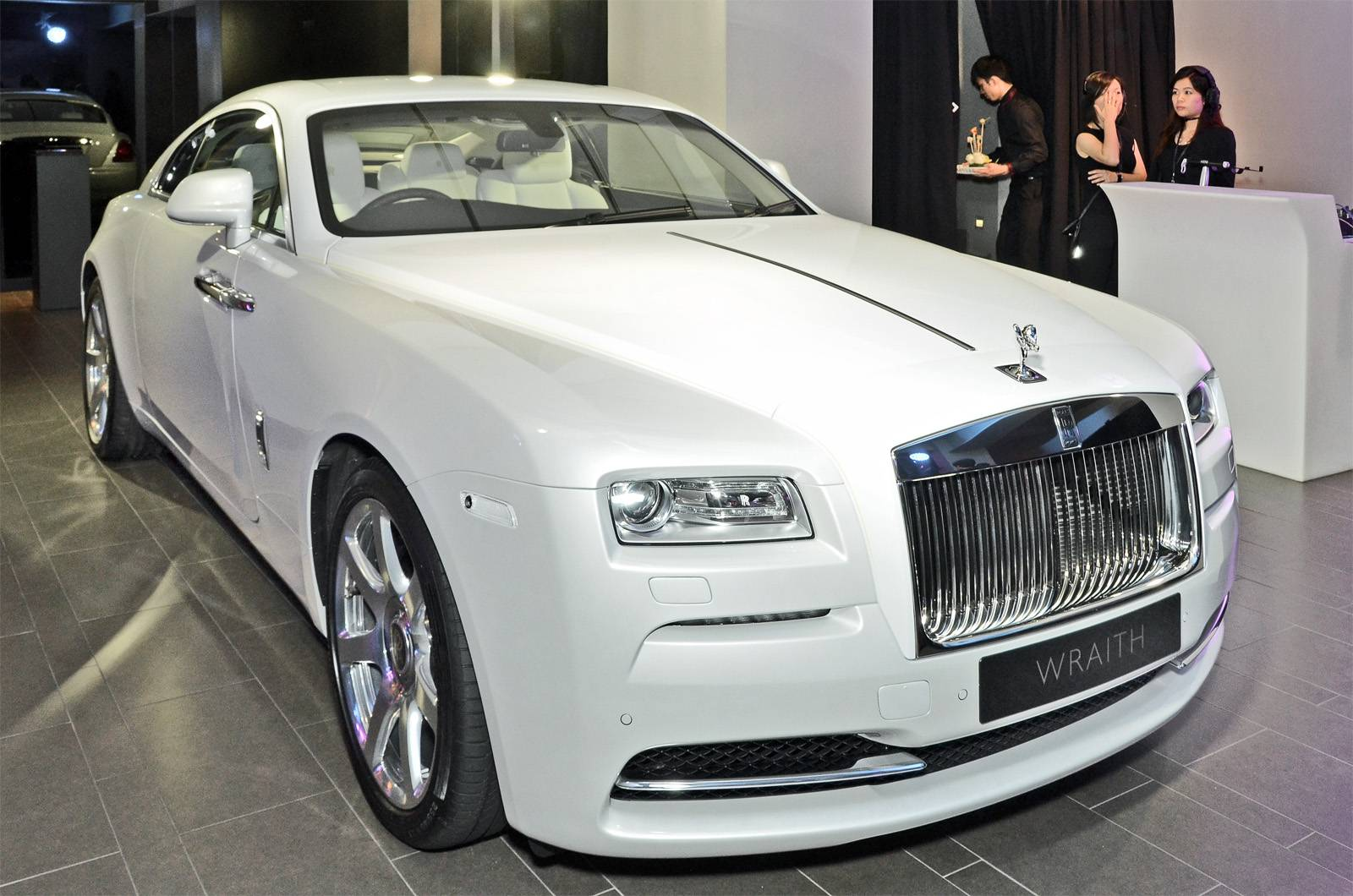 2016 rolls royce dawn launched in hong kong gtspirit. Black Bedroom Furniture Sets. Home Design Ideas
