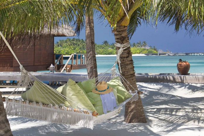 Anantara Veli Maldives Resort_Hammock_on_beach