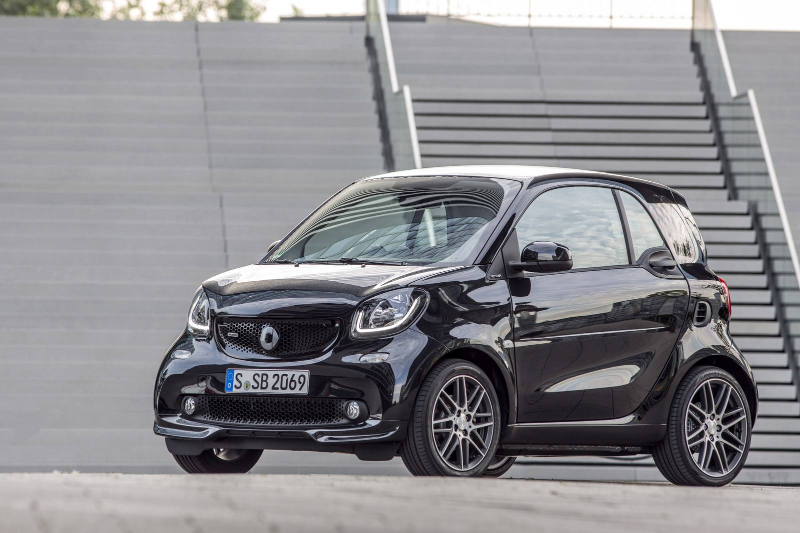 2017 smart brabus fortwo review gtspirit. Black Bedroom Furniture Sets. Home Design Ideas
