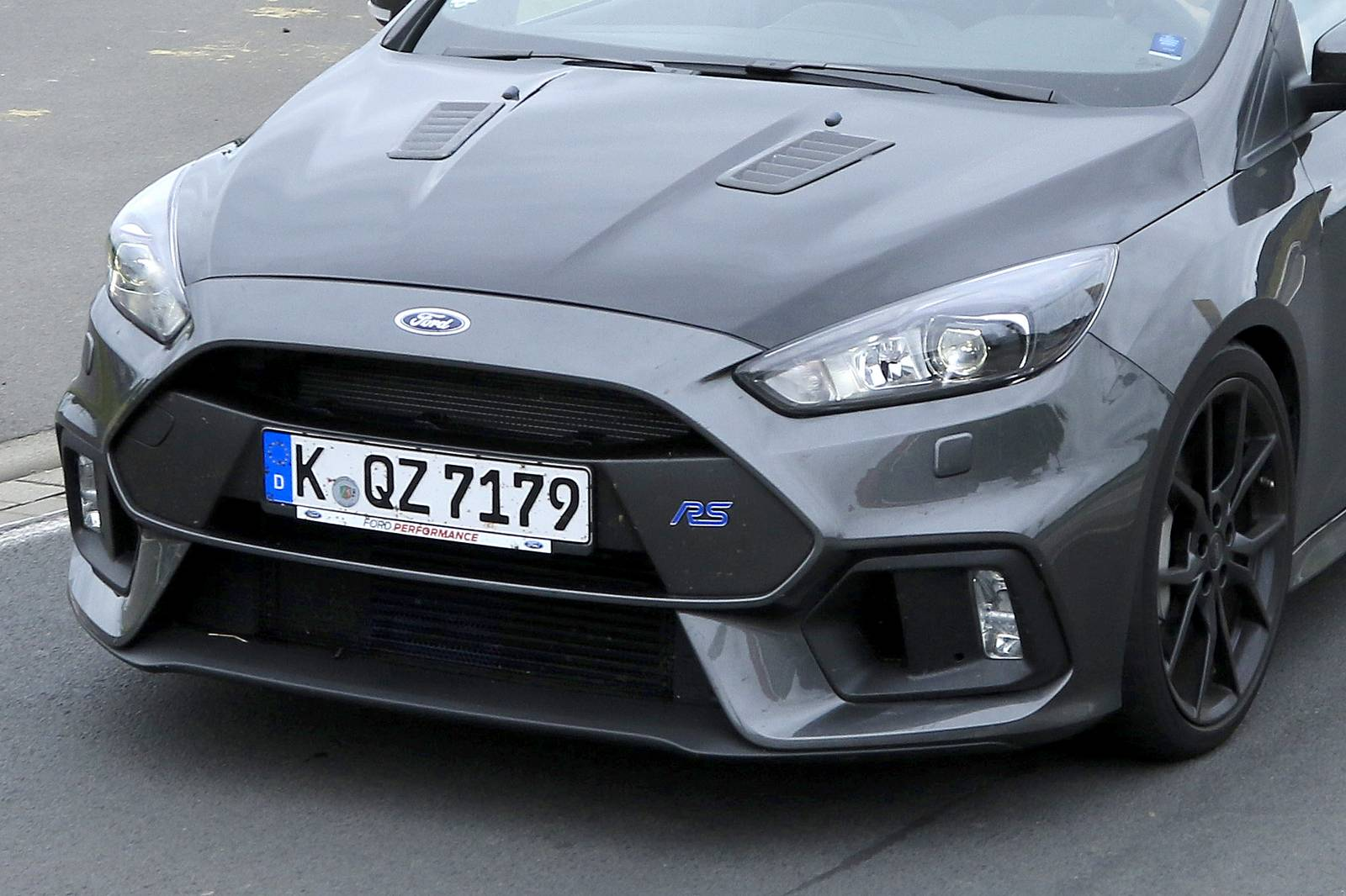 an even more hardcore ford focus rs500 latest spy shots. Black Bedroom Furniture Sets. Home Design Ideas