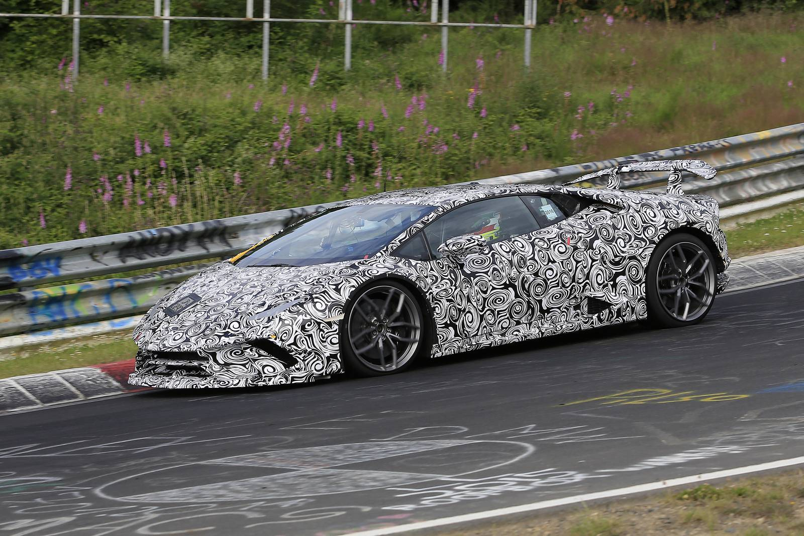 "Lamborghini testa versão ""Superleggera"" do Huracan"