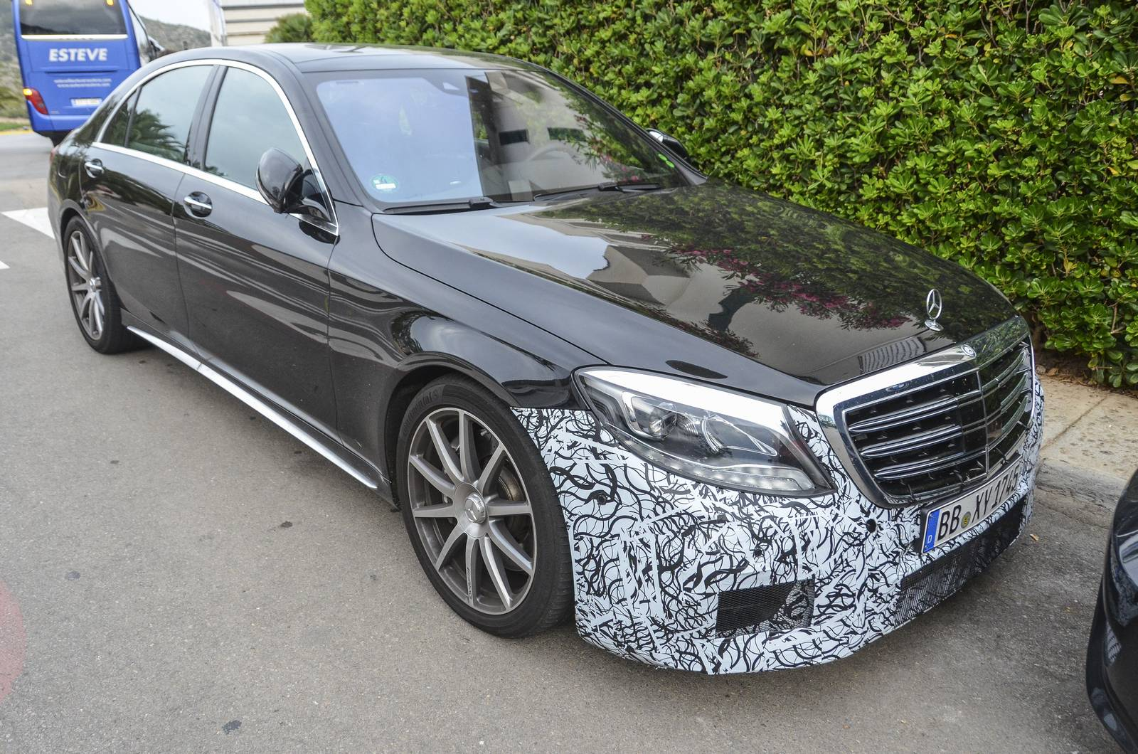 Mercedes amg s63 facelift spy shots 600hp base power and for Mercedes benz 600 amg