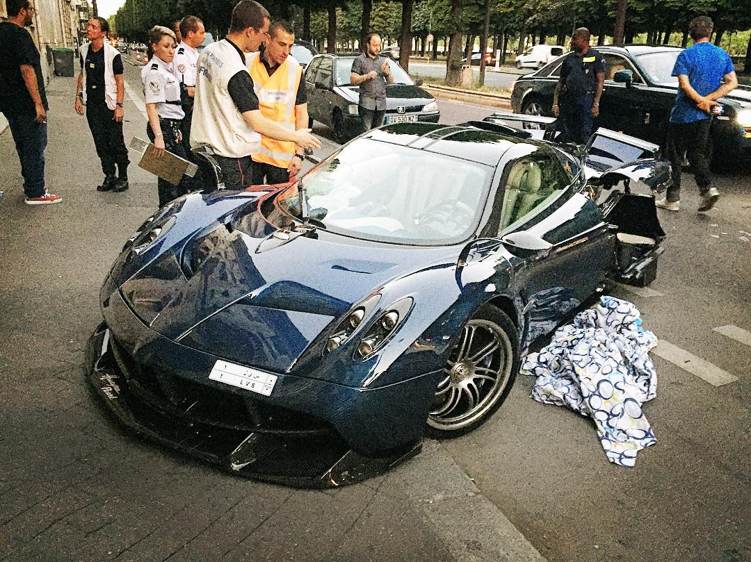 1 of 1 pagani huayra pearl crashed in paris gtspirit. Black Bedroom Furniture Sets. Home Design Ideas