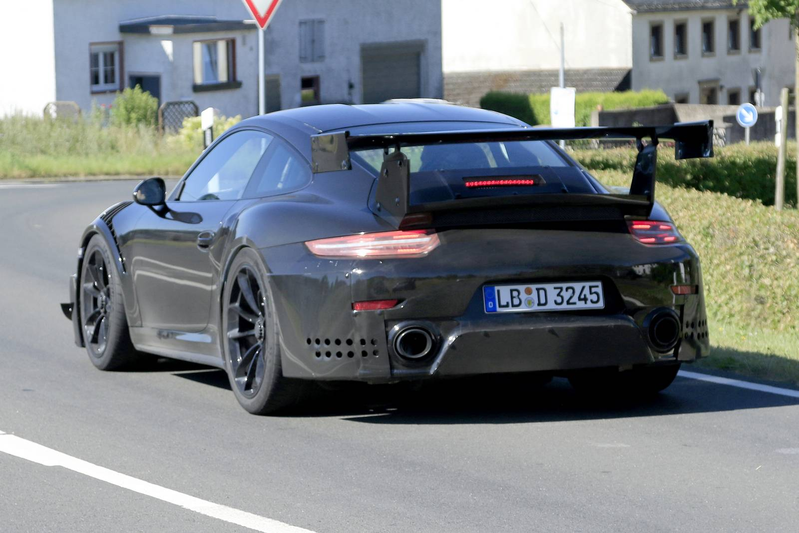 2018 porsche 911 gt2 spy shots at the nurburgring gtspirit. Black Bedroom Furniture Sets. Home Design Ideas