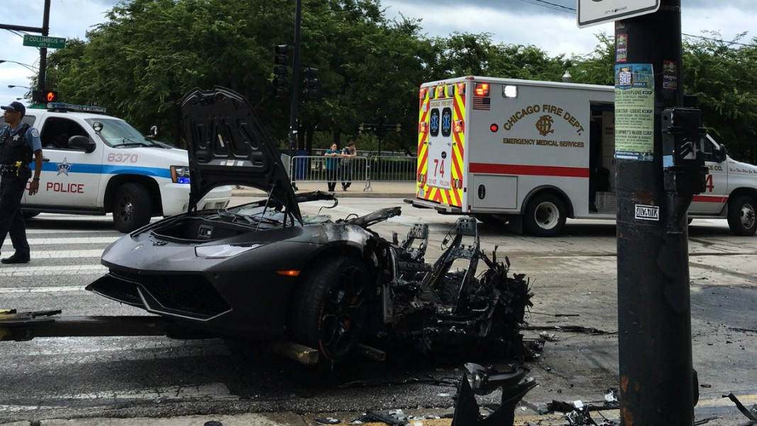 Lamborghini Accident Chicago >> Heroes Rescue Driver From Lamborghini Huracan Moments Before It Is