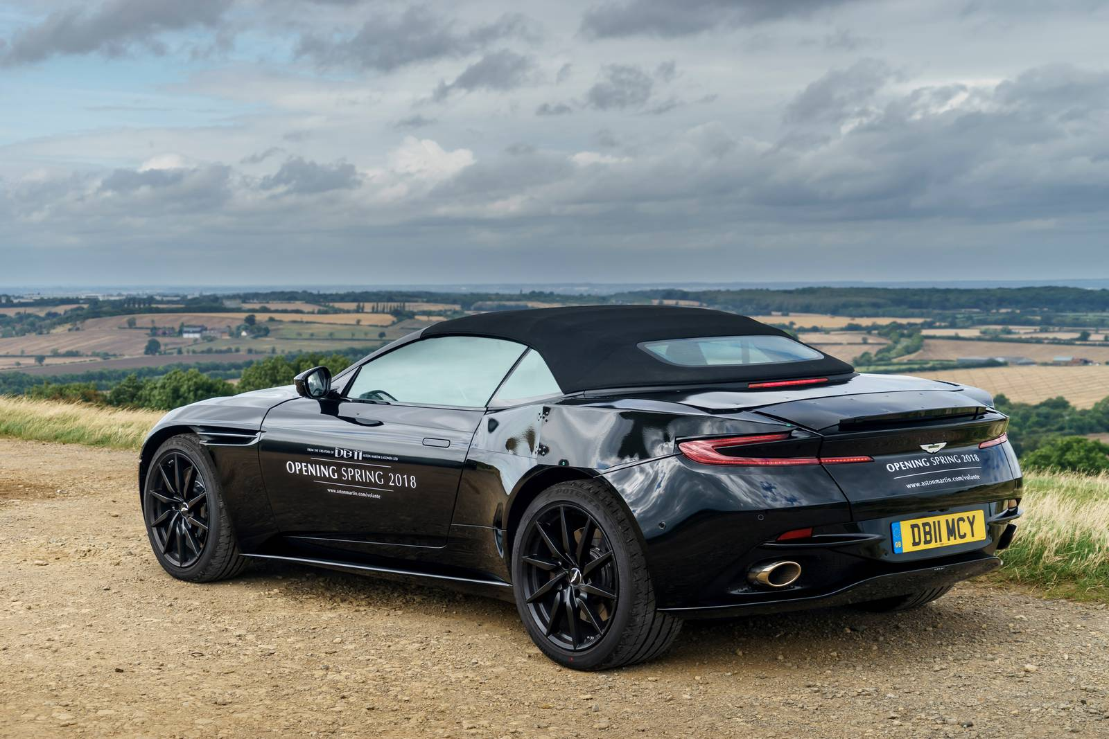 2018 aston martin db11 volante revealed in new photos gtspirit. Black Bedroom Furniture Sets. Home Design Ideas