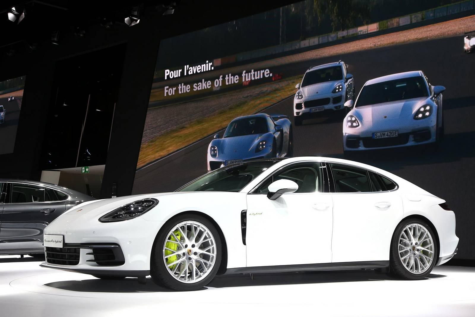 Paris 2016 Porsche Panamera 4s E Hybrid Gtspirit